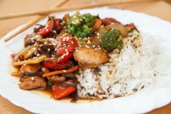 Курица с рисом и болгарским перцем по-сычуаньски
