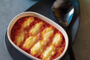 Кнели с манкой и сыром грюйер в томатном соусе